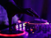 Trouver un bon DJ pour animer votre mariage à Saint-Tropez