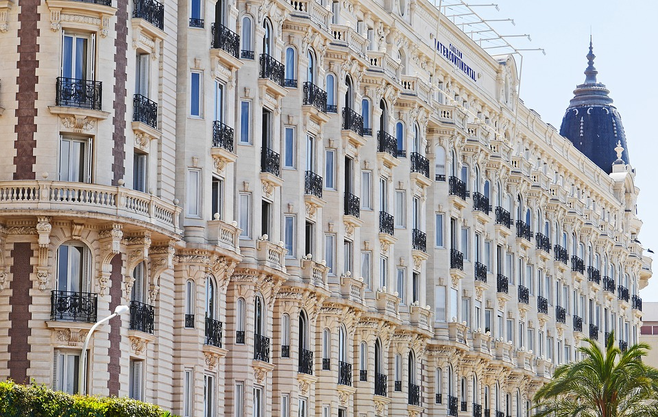 Evasion à moindre coût à Cannes
